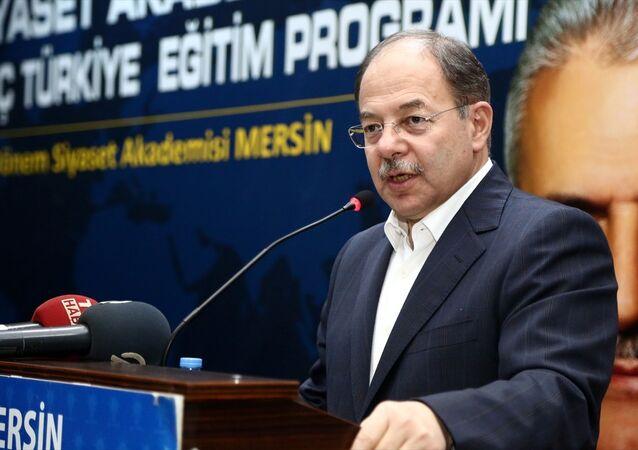 Sağlık Bakanı Recep Akdağ, partisinin Mersin İl Başkanlığınca düzenlenen 17. Dönem Siyaset Akademisi Eğitim programının kapanışına katıldı