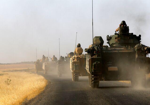 Karkamış sınırına sevk edilen askeri araçlar / Türk askeri