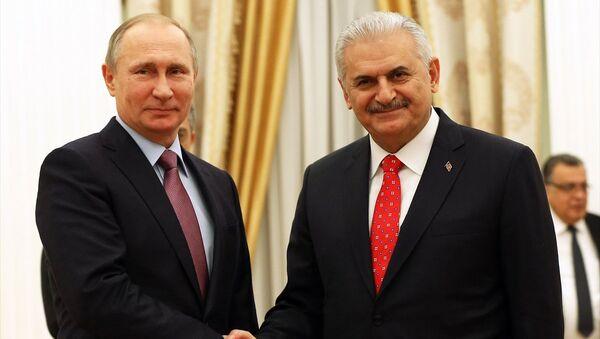 Rusya Devlet Başkanı Vladimir Putin ve Başbakan Binali Yıldırım - Sputnik Türkiye