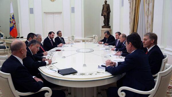 Rusya Devlet Başkanı Vladimir Putin ile Başbakan Binali Yıldırım'ın toplantısı - Sputnik Türkiye