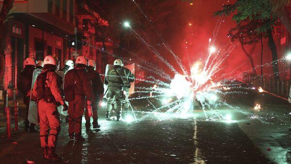 Atina'da polisle eylemciler arasında çatışma - Sputnik Türkiye