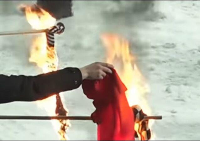 Ukraynalı taraftarlar Türk bayrağı yaktı