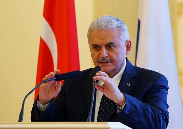 Başbakan Binali Yıldırım, Rusya'ya gerçekleştirdiği resmi ziyaretler kapsamında Tataristan Özerk Cumhuriyeti'nin başkenti Kazan'a geldi. Başbakan Yıldırım, Türk-Tatar İş Forumun'nda konuşma yaptı.