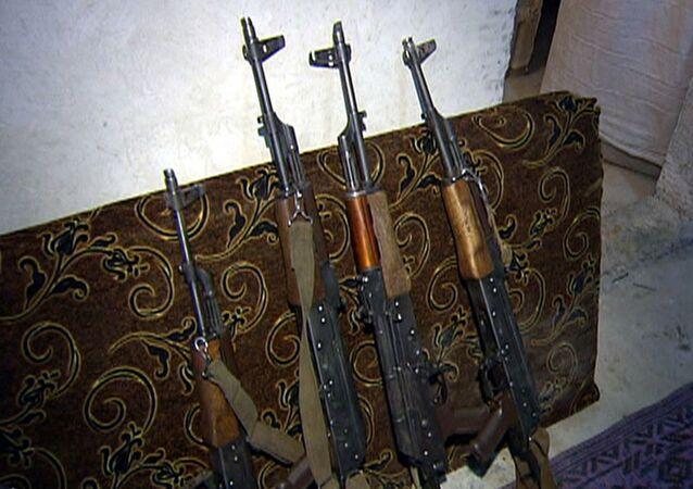 Suriye ordusunun ele geçirdiği silahlar (Arşiv)