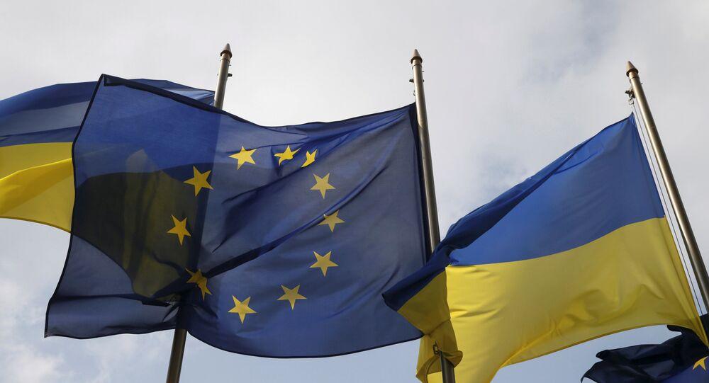 Ukrayna ve AB bayrakları