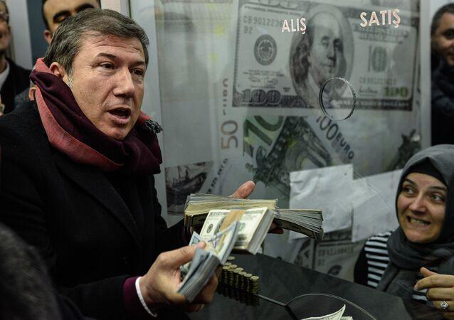 Tanju Çolak, 'dolar bozdurma' furyasına katıldı