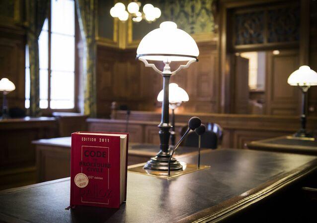 Yargıtay binasındaki mahkeme salonunda yer alan Fransız Anayasası