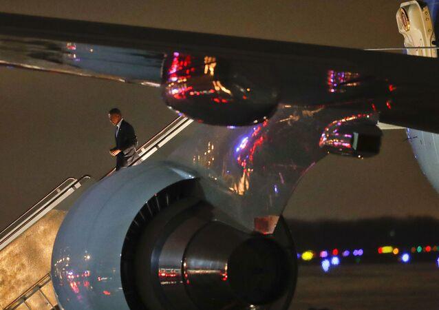 ABD Başkanı Barack Obama Air Force One'dan inerken