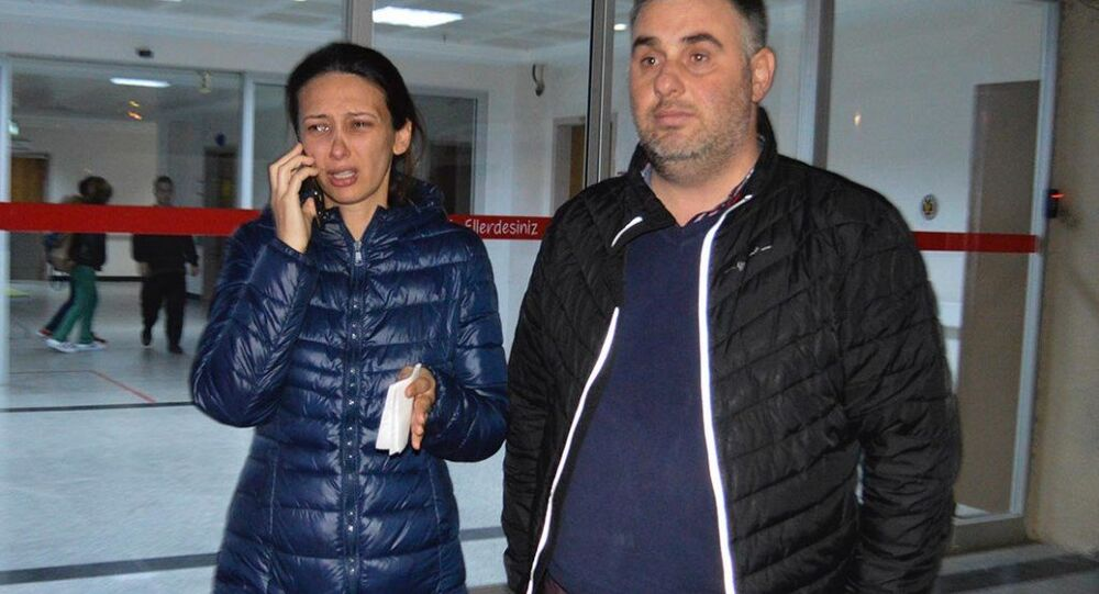 Manisa'nın Turgutlu ilçesinde 4 aylık hamile Ebru Tireli (32), parkta spor yaptığı sırada kimliği belirsiz bir erkeğin saldırısına uğradı.