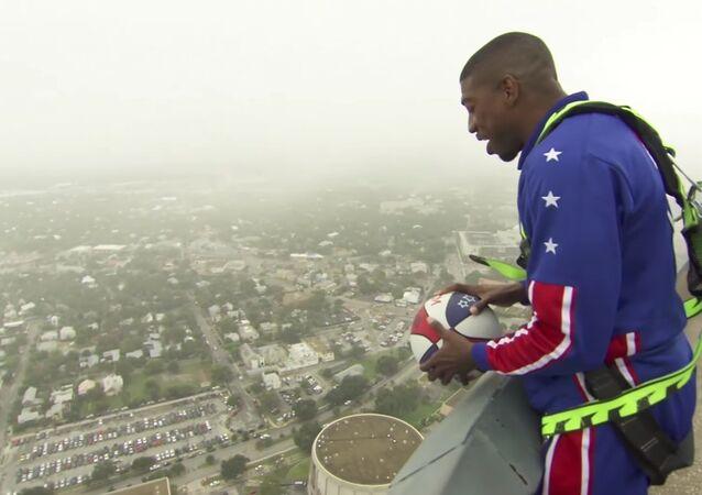 178 metre yükseklikten basket attı