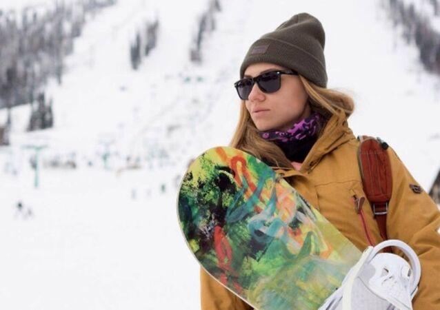 Şeregeş'te snowboard yapan Rus güzeller