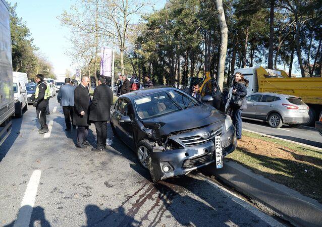 İstanbul'da bulunan Cumhurbaşkanı Recep Tayyip Erdoğan'ın konvoyunda 3 aracın karıştığı zincirleme trafik kazası meydana geldi.
