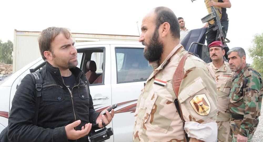 Haşdi Şabi komutanı Ebu Tahir Ali ile Sputnik muhabiri Hikmet Durgun