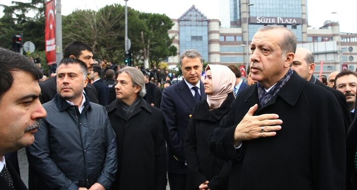 Cumhurbaşkanı Recep Tayyip Erdoğan, terör saldırısının gerçekleştiği Beşiktaş'taki 'Şehitler Tepesi' adı verilen yerde incelemelerde bulundu.