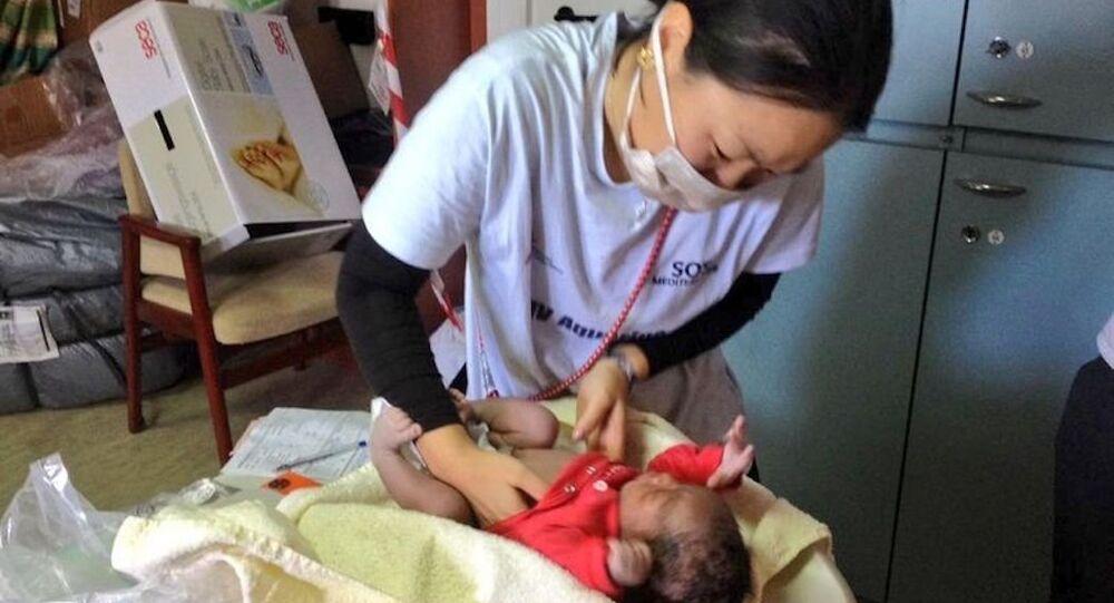 Akdeniz'de kurtarma görevi yapan MSF gemisi Aquarius'ta dünyaya gelen 'Favour' bebek