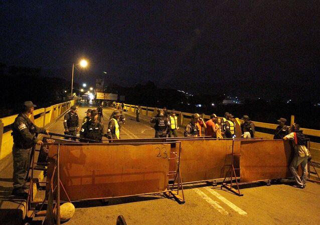 Kolombiya-Venezüella sınırı kapatıldı