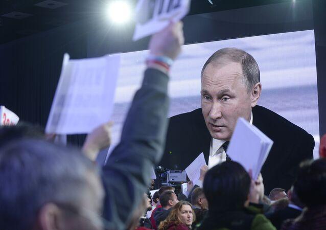 Rusya Devlet Başkanı Vladimir Putin'in 2015'teki büyük basın toplantısından bir kare