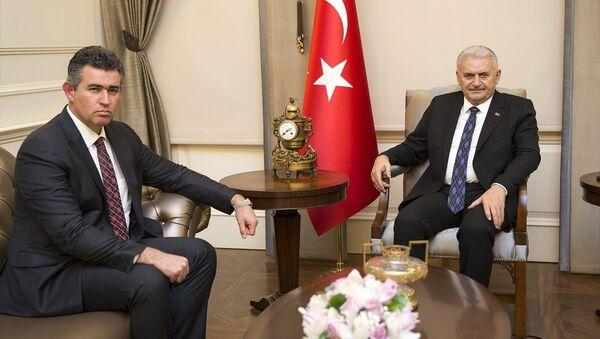 Başbakan Binali Yıldırım (sağda), Türkiye Barolar Birliği (TBB) Başkanı Metin Feyzioğlu'nu (solda) kabul etti. - Sputnik Türkiye
