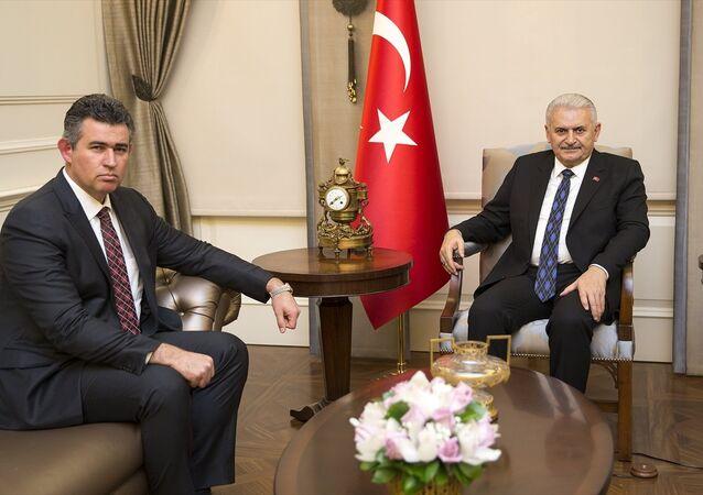 Başbakan Binali Yıldırım (sağda), Türkiye Barolar Birliği (TBB) Başkanı Metin Feyzioğlu'nu (solda) kabul etti.