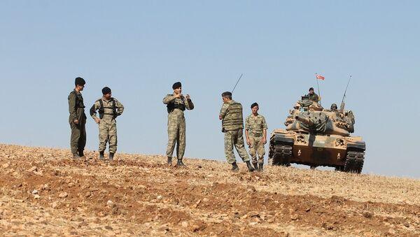 Suriye'de El Bab ve Menbiç arasında araştırma yapan Türk askerleri - Sputnik Türkiye