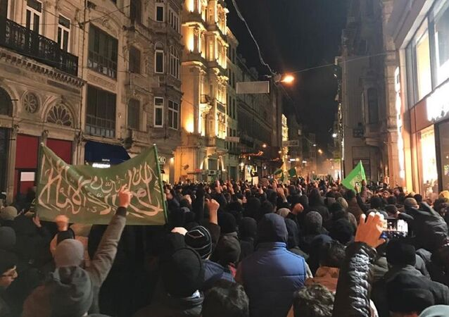 Taksim'deki Halep protestosu