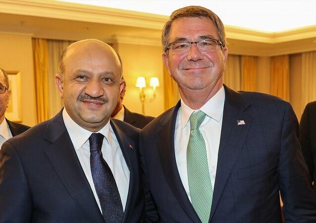 Milli Savunma Bakanı Fikri Işık ve ABD Savunma Bakanı Ash Carter