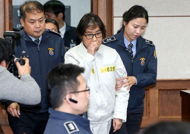 Güney Kore'de siyasi skandalın kilit ismi Choi Soon-sil, Seul'de ilk kez hakim karşısına çıktı