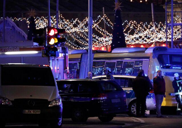 Berlin'de tır Noel pazarına girdi
