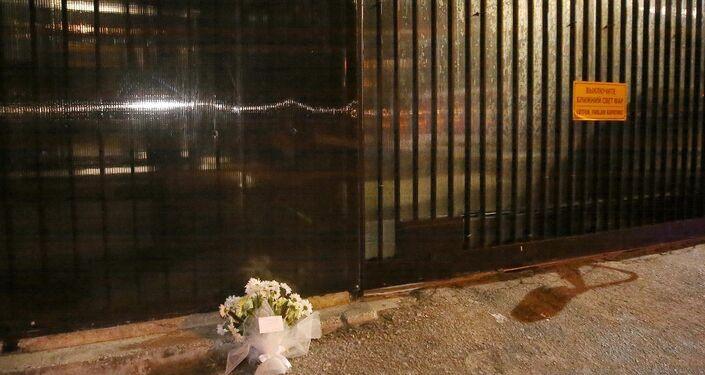 Rusya'nın Ankara Büyükelçiliği'nin önüne Karlov anısına bir demet beyaz çiçek bırakıldı.
