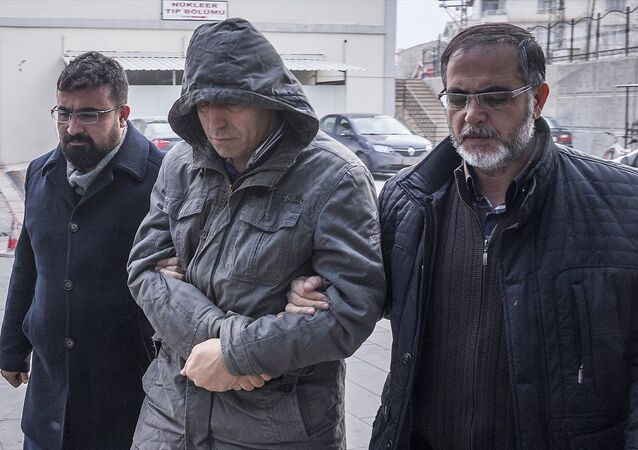 FETÖ/PDY soruşturmasında, Konya merkezli 30 ilde, örgütün Hava Kuvvetleri Komutanlığı'na yerleştirdiği askeri personelin 'mahrem abileri' oldukları öne sürülen 120 kişi hakkında gözaltı kararı verildi.