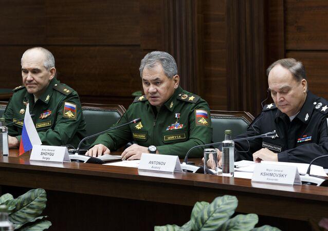 Rusya Savunma Bakanı Sergey Şoygu, Moskova'da İranlı mevkidaşı Hüseyin Dehkan ile bir araya geldi.