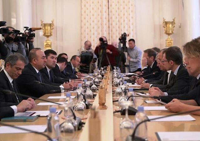 Rusya Dışişleri Bakanı Lavrov, Türkiye Dışişleri Bakanı Mevlüt Çavuşoğlu ve İran Dışişleri Bakanı Muhammed Cevad Zarif'le bir araya geldiği üçlü zirvede bir araya geldi.