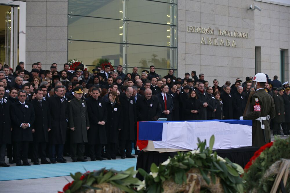 Karlov için son yolculuğuna uğurlanmadan önce yapılan ilk törene devletin üst düzey isimleri katıldı.