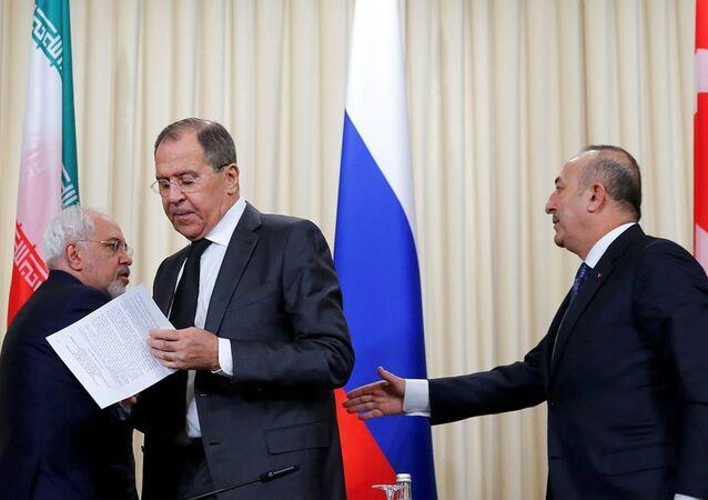 Rusya Dışişleri Bakanı Sergey Lavrov, Türkiye Dışişleri Bakanı Mevlüt Çavuşoğlu, İran Dışişleri Bakanı Cevad Zarif