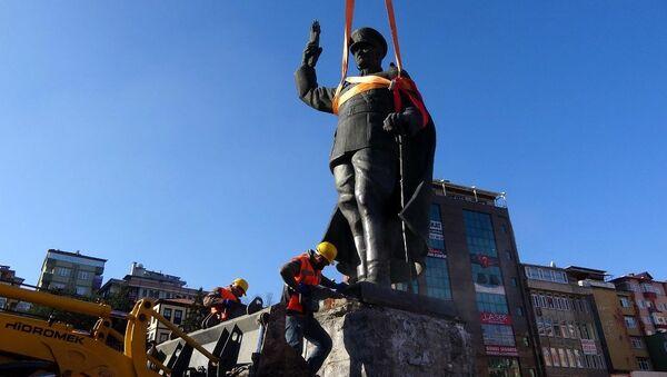 Rize'de Atatürk anıtının kaldırılması - Sputnik Türkiye