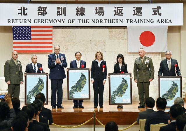ABD, Japonya'nın Okinawa eyaletindeki askeri üssünden 40 bin dönümlük alanı Tokyo hükümetine törenle devretti.