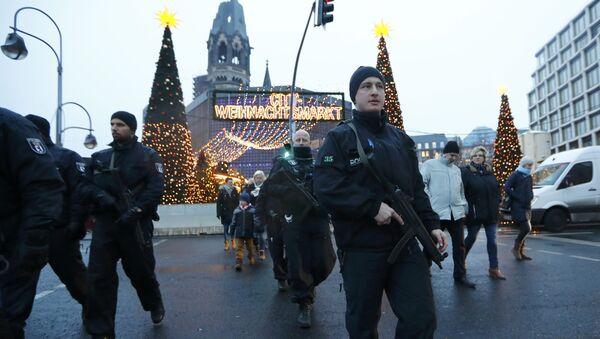 Berlin'de polis devriye geziyor - Sputnik Türkiye