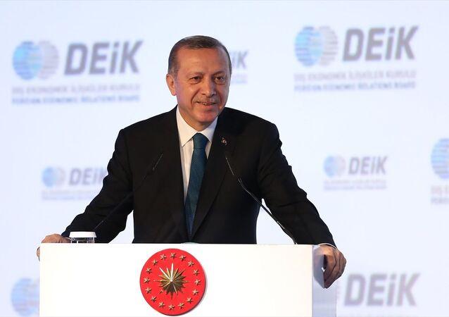 Cumhurbaşkanı Recep Tayyip Erdoğan, İstanbul Marriott Hotel Şişli'de düzenlenen Dış Ekonomik İlişkiler Kurulu'nun (DEİK) 2016 Yılı Olağan Genel Kurulu'na katılarak konuşma yaptı.