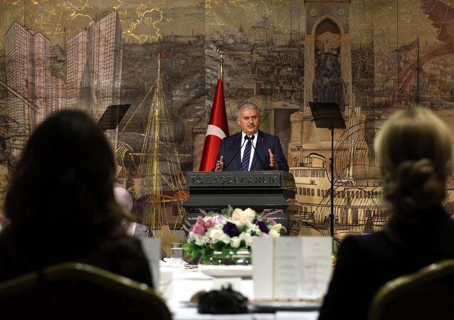 Başbakan Binali Yıldırım, Başbakanlık Dolmabahçe Çalışma Ofisi'nde Kadın Girişimciler Heyeti'ne hitap etti.