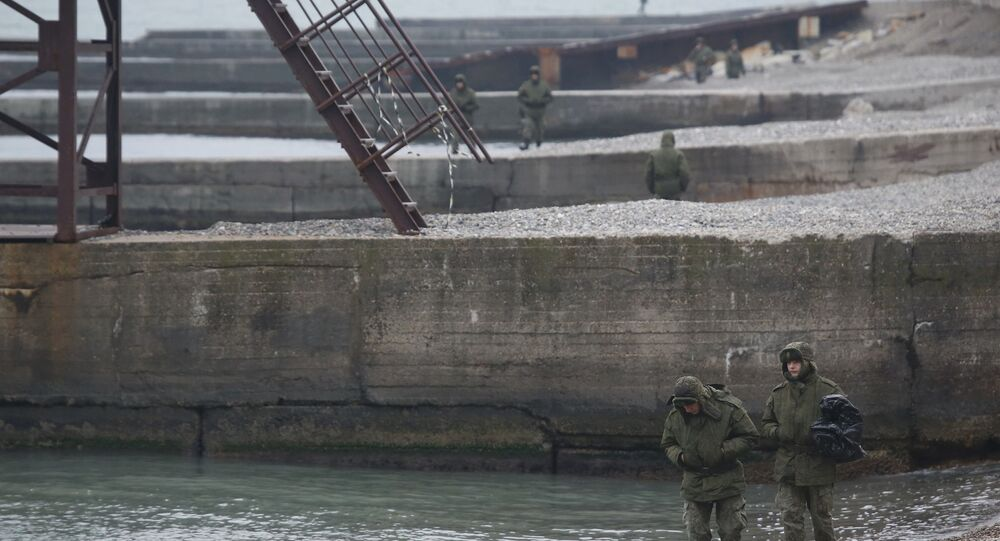 Uçağın düştüğü bölgede arama kurtarma çalışmalarına katılan askerler