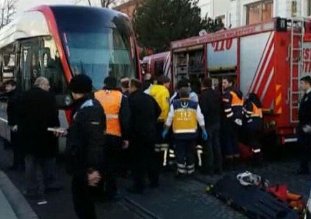 İstanbul Beyazıt'ta tramvay kazası meydana geldi, 1 kişi hayatını kaybederken. Tramvay seferleri her iki yönde de yapılamıyor.