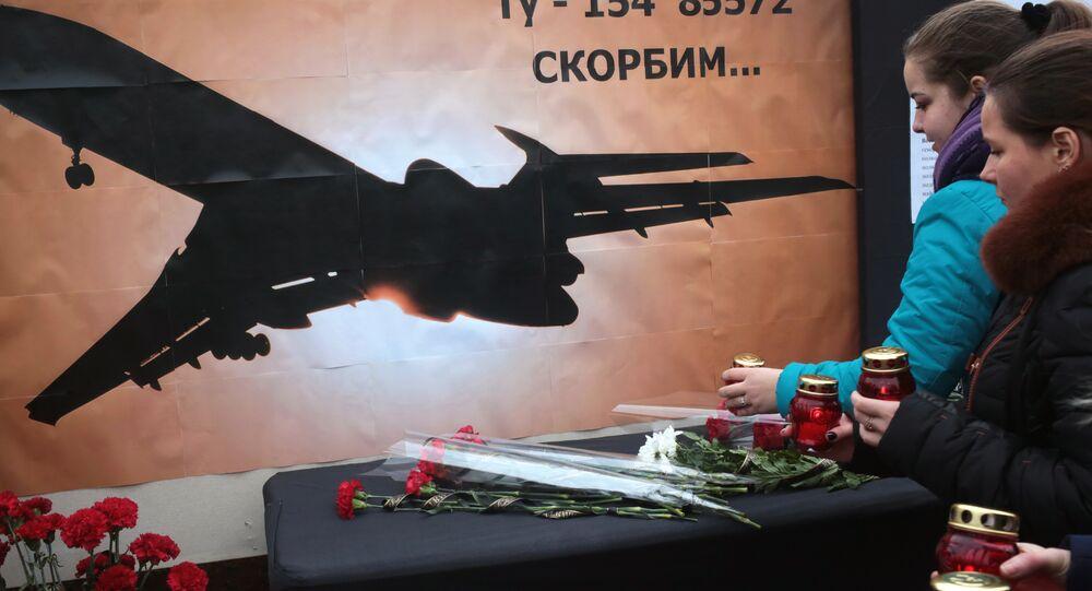 Kırım'ın Simferopol kentindekiler düşen Tu-154 uçağında ölenleri andı