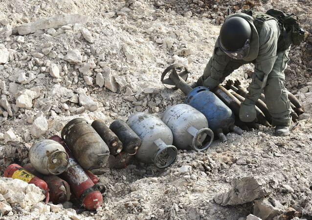 Rus mühendislerin Halep'te  yürüttüğü mayın temizleme çalışmaları