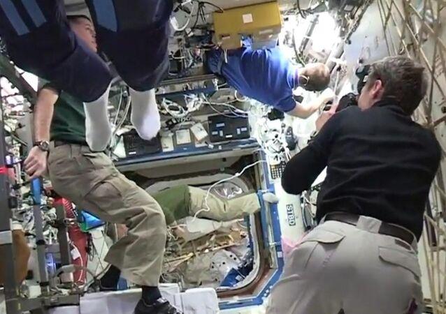 Uzayda 'mannequin Challenge' çılgınlığı