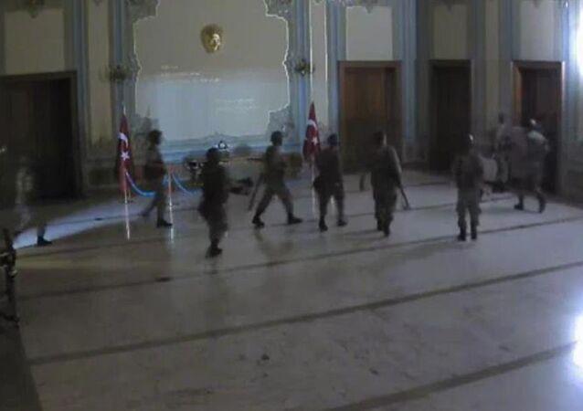 İstanbul Valiliği'ni işgal eden askerler