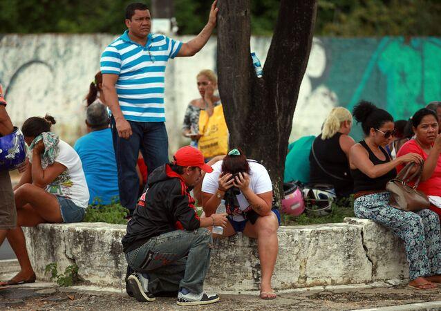Brezilya'nın Manaus kentindeki Anisio Jobim cezaevindeki mahkumlardan haber almaya çalışan yakınları