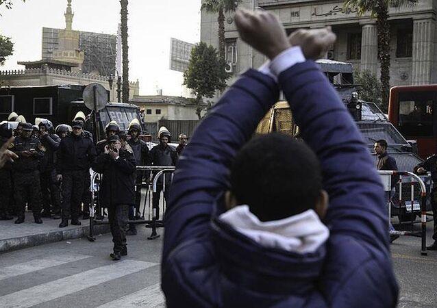 Mısıra'a ait 2 adanın Suudi Arabistan'a devrini öngören anlaşmayı protesto eden eylemciler