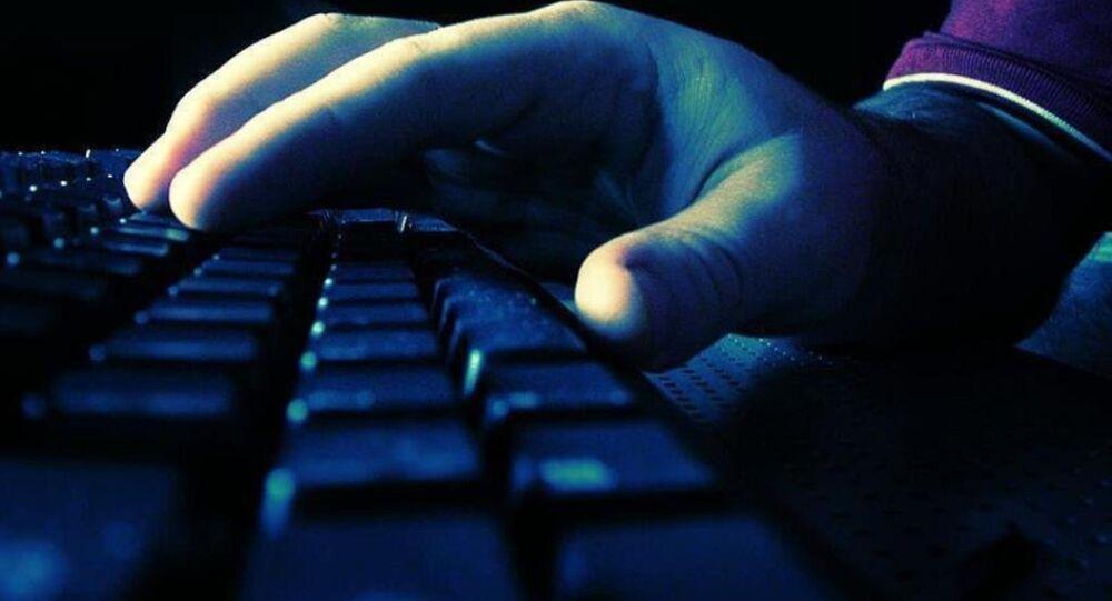 İnternet - sosyal medya - bilgisayar - klavye