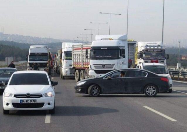 Yavuz Sultan Selim Koprüsü'nde kamyoncuların protestosu