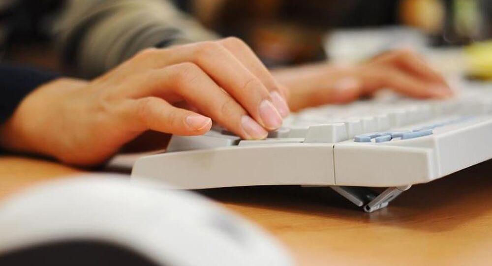 Klavye - internet - sosyal medya - bilgisayar